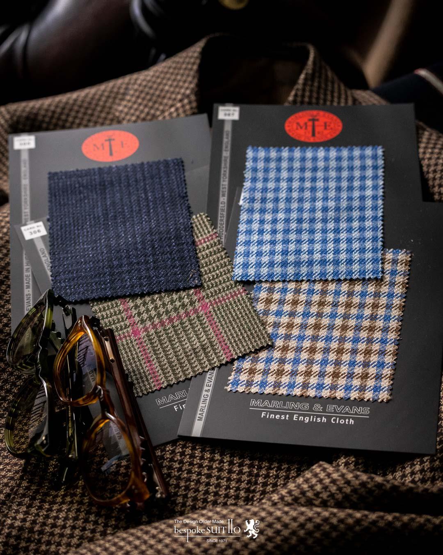 一流ブランドも愛する生地「MARLING & EVANS(マーリン&エヴァンス)」,マーリン&エヴァンス社は1782年にイングランドは南西にあるストラウドで設立されました。紡績・織り・仕上げの一貫生産型メーカーで、19世紀にはフランネル素材で広く知られるようになり、1920年代にはロールス・ロイスが厚手のフランネル素材を車の内装に使用したことにより話題になりました。1960年代にヨークシャーのハダーズフィールドに移転後は織りと出荷前梱包・検反倉庫に特化し、仕上げは世界的にも有名なWTジョンソンで行われています。MARLING & EVANS,マーリン&エヴァン,madeinengland,2021ss,abiti,propostegiacche,madeinitaliy,服地,suits jacket ,mensfashion,mensstyle,メンズコーディネート,mensfashion,メンズファッション,着こなし,福岡ファション,ブライダル,お洒落さんと繋がりたい,オーダースーツ,ordersuits,ドレスシャツ,オーダースーツ,オーダージャケット,orderJacket,オーダーベスト,oedervest,ビスポーク,bespoke,三ケ森,jhp,instagood,instadiary,instalike,instamood,instalove,instafollow,instapic,instaphoto,オーダージャケット,オーダーシャツ,オーダースーツ,背広,誂え,仕立,紳士,福岡,黒崎,小倉,北九州,八幡西区,ビスポークスーツ110,bespokeSUIT110,bespokeSUITIIO,suits,suitstil,Suitsstyle,mensstyl,